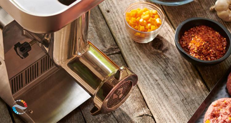 چرخ گوشت از این بابت اهمیت دارد که تهیه گوشت در آشپزخانه موجب بهبود طعم غذا میشود